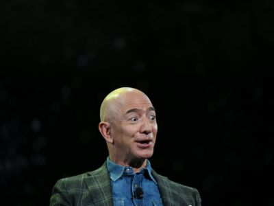 Jeff Bezos makes a face while speaking emphatically about colonizng Mars