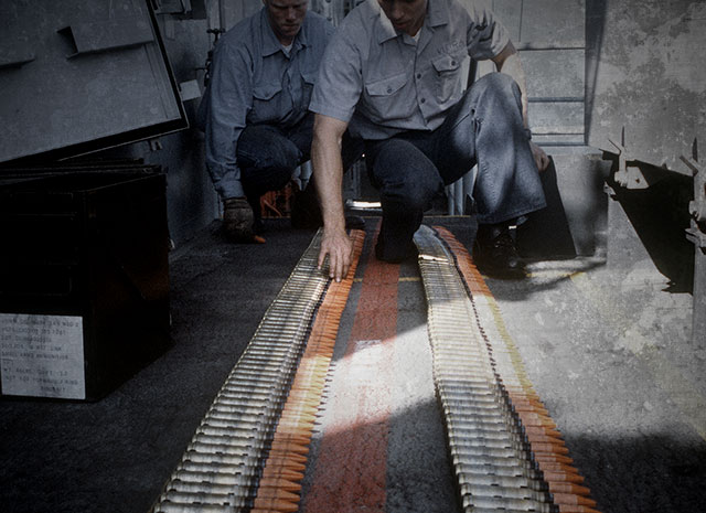 Naval gunners inspect ammunition containing depleted uranium (DU) in a photo taken on November 1, 1987. (Photo: US Navy)
