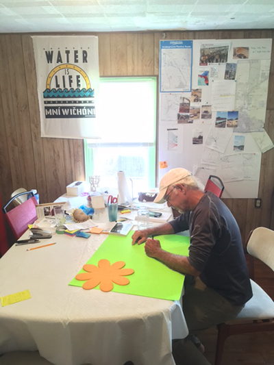 Pete Ackerman works at the Water is Life House in Dunnellon, Florida, preparing for Water Protectors' June 9 action. (Photo: Pete Ackerman)