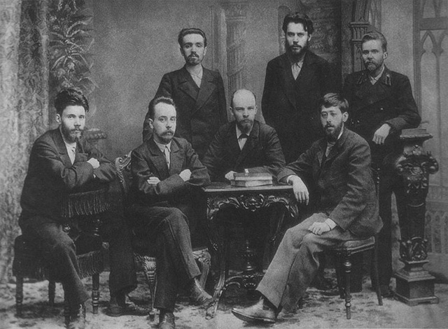 A meeting of the St. Petersburg chapter of the Union of Struggle for the Liberation of the Working Class in February 1897. The whole group was arrested by the Okhranka shortly after the picture was taken. (Photo: Nadezhda Konstantinovna Krupskaya)