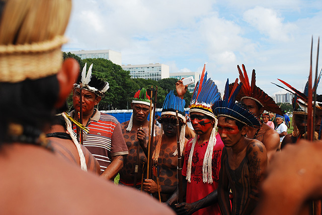Representatives of Indigenous groups from the five regions of Brazil protest against Bill PEC 215. (Photo: Santiago Navarro F.)