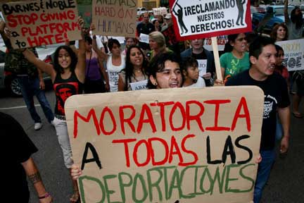 Tucson activists call for a moratorium on deportations. (Photo: David Bacon)