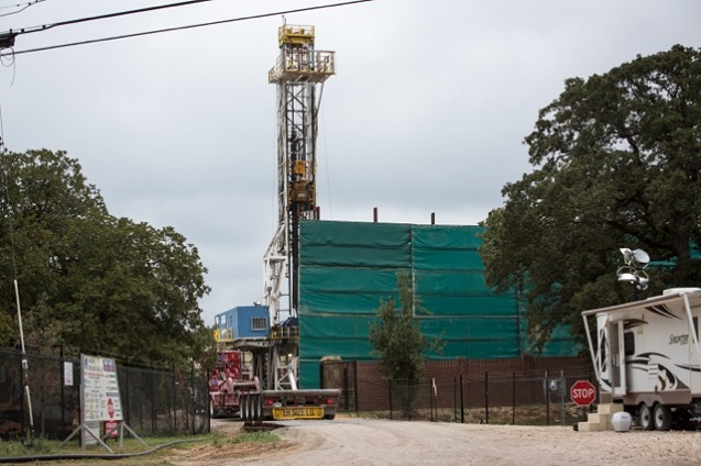 Fracking site in Arlington, Texas, a suburb of Dallas. (Photo: ©2013 Julie Dermansky)