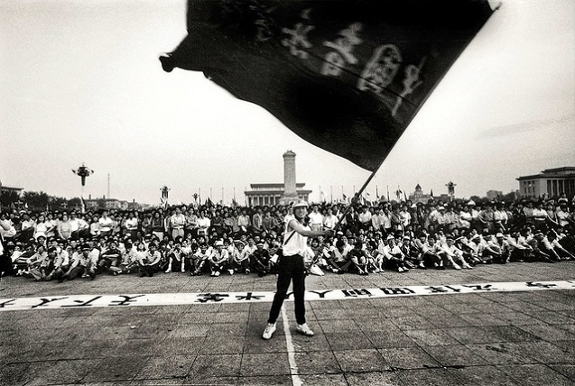 A flag waver in Tiananmen Square, Beijing, China, May 1989. (Photo: <a href=