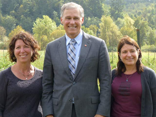Annie Salafsky (L) and Susan Ujcic (R) with Washington State Gov. Jay Inslee, while he visited their farm. (Photo: Dahr Jamail / Truthout)